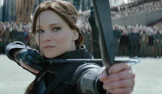 Katniss com arco e flecha